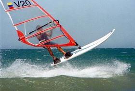 Windurf_salto1_gabriel_palmiolinivelada